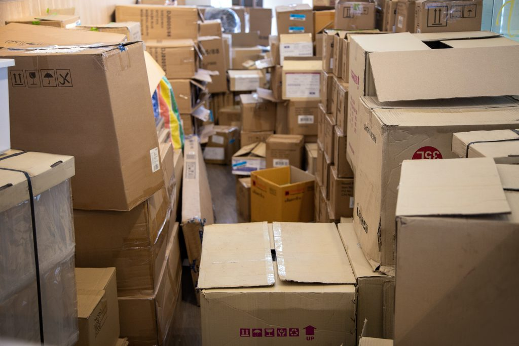 manage space in logistic with paper box packaging in store